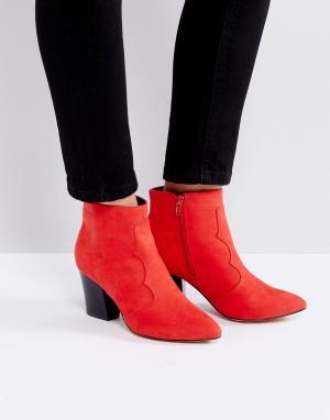 London Rebel Полусапожки на среднем каблуке. Цвет: красный