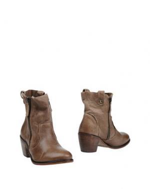 Полусапоги и высокие ботинки HANGAR. Цвет: хаки
