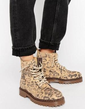 Park Lane Леопардовые ботинки на толстой подошве со шнуровкой. Цвет: мульти