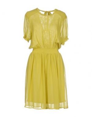 Короткое платье SUOLI. Цвет: кислотно-зеленый