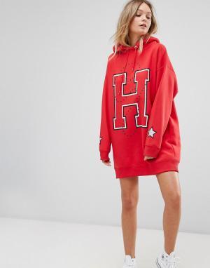 Tommy Hilfiger Длинное платье с заклепками и логотипом. Цвет: красный