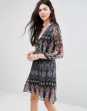 Diya Платье с длинными рукавами. Цвет: черный