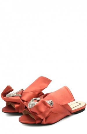 Атласные сабо с брошью No. 21. Цвет: красный
