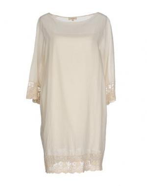 Короткое платье ZHELDA. Цвет: бежевый