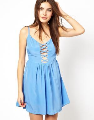 Платье с перекрестными бретелями на груди и спине Costa Blanca. Цвет: синий