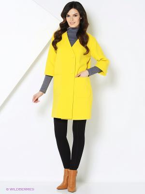 Пальто RUXARA. Цвет: желтый