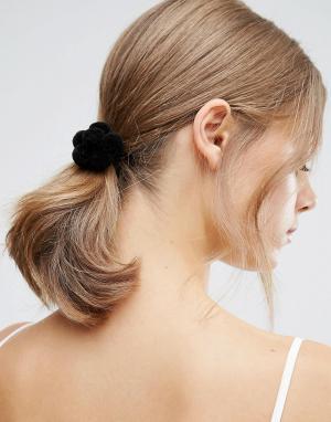 ASOS Резинка для волос с цветком из помпонов. Цвет: серый