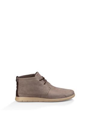 Ботинки UGG. Цвет: коричневый