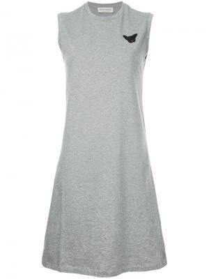 Трикотажное платье с нашивкой Être Cécile. Цвет: серый