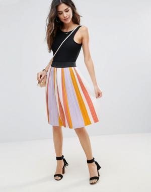 Soaked in Luxury Плиссированная юбка в полоску. Цвет: мульти