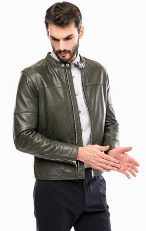 Кожаная куртка цвета хаки на молнии и кнопках Strellson. Цвет: хаки