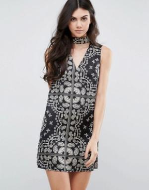 Parisian Цельнокройное платье с принтом и горловиной-чокер. Цвет: черный