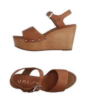 Сандалии UNISA. Цвет: коричневый