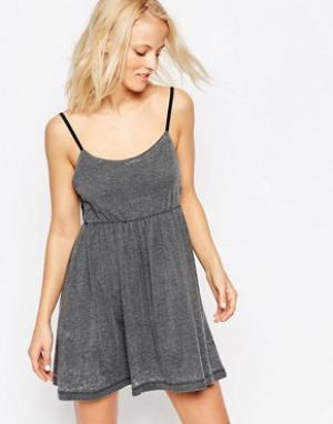 Chorus Короткое приталенное платье с вырезами по бокам. Цвет: серый