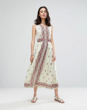 Raga Платье макси без рукавов с принтом Endless Love. Цвет: белый
