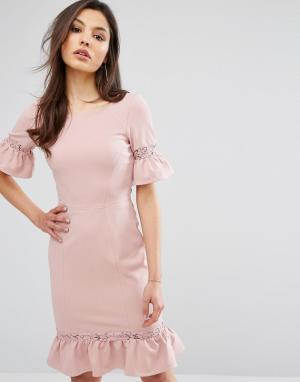 Paper Dolls Платье с баской и кружевными вставками. Цвет: розовый