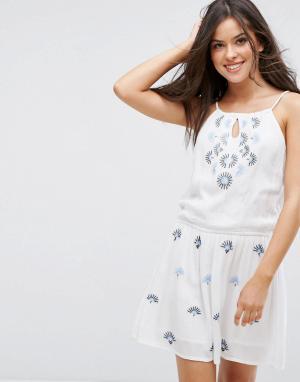 Liquorish Пляжное платье с вышивкой и эластичным поясом. Цвет: белый