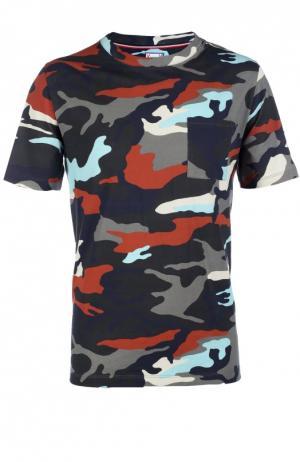 Хлопковая футболка с камуфляжным принтом и нагрудным карманом Moncler. Цвет: разноцветный