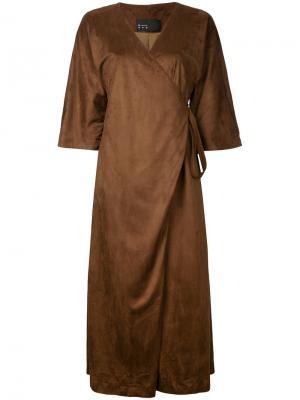 Платье с запахом N Duo. Цвет: коричневый