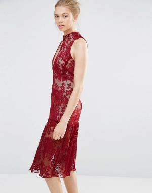 Endless Rose Кружевное платье с вырезом-капелькой и оборками по краю. Цвет: красный