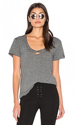 Рваная футболка с широким вырезом Pam & Gela. Цвет: серый