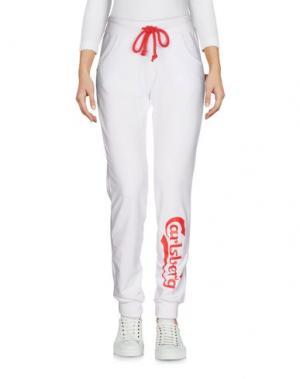 Повседневные брюки CARLSBERG. Цвет: белый