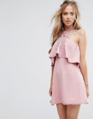 Foxiedox Приталенное платье с кружевом и завязкой на шее. Цвет: розовый