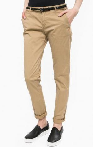 Зауженные брюки чиносы с ремнем Scotch&Soda. Цвет: бежевый