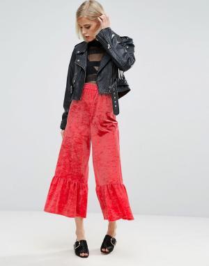 ASOS Широкие бархатные брюки с оборками по краю. Цвет: розовый