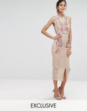 Hope and Ivy Кружевное платье миди с вышивкой и высокой горловиной &. Цвет: розовый
