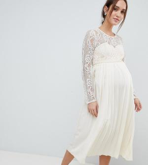 Little Mistress Maternity Платье макси с кружевным верхом и плиссированной юбкой. Цвет: кремовый