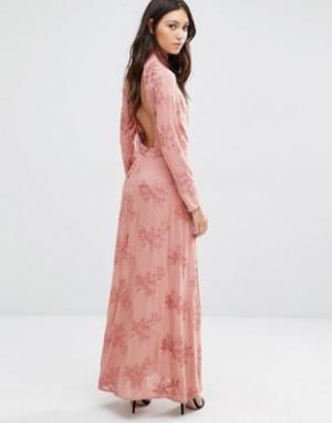Flynn Skye Платье макси с открытой спиной Cedar. Цвет: кремовый