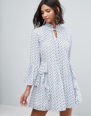 Sister jane Свободное платье с вышивкой и оборками. Цвет: белый