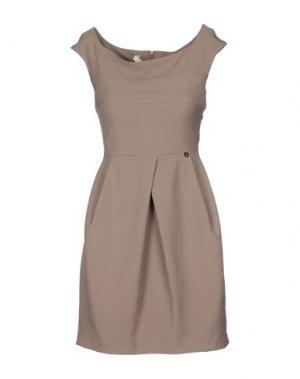 Короткое платье FLY GIRL. Цвет: голубиный серый