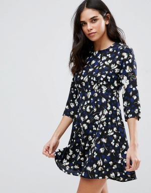 Goldie Чайное платье с цветочным принтом Hazy Days. Цвет: синий