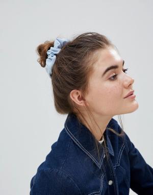 ASOS Плиссированная резинка для волос. Цвет: синий