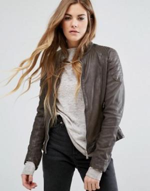 Goosecraft Кожаная байкерская куртка без воротника с отделкой в рубчик на рукавах. Цвет: коричневый