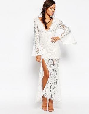 Love Triangle Платье макси с глубоким вырезом. Цвет: белый