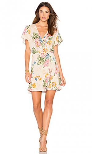 Свободное мини платье с запахом delilah AUGUSTE. Цвет: беж