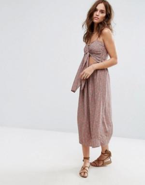 Flynn Skye Платье миди с принтом. Цвет: розовый