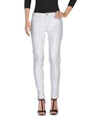 Джинсовые брюки FRED PERRY. Цвет: белый