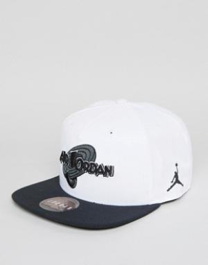 Jordan Белая бейсболка Nike X Space Jam 836413-100. Цвет: белый