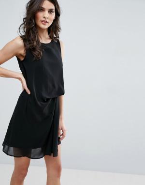 Jovonna Платье с отделкой на спине. Цвет: черный
