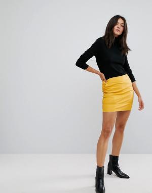 Only Мини-юбка из искусственной кожи. Цвет: желтый