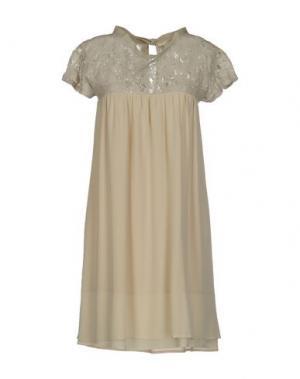 Короткое платье GOLD CASE SOGNO. Цвет: бежевый