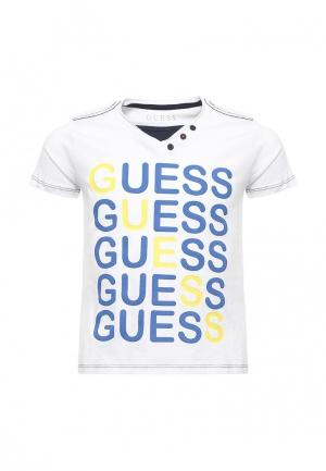 Футболка Guess. Цвет: белый