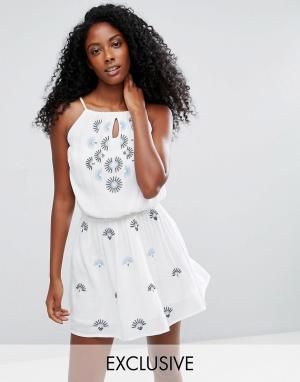 Akasa Пляжное платье с вышивкой. Цвет: белый
