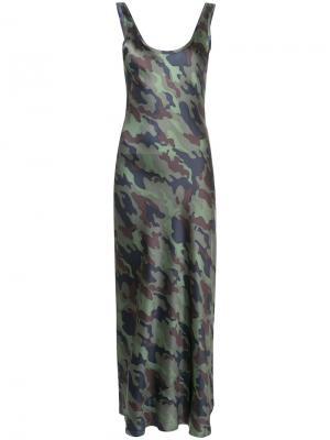 Камуфляжное платье макси Nili Lotan. Цвет: зелёный