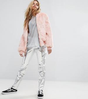 Mad But Magic Блестящие брюки с завышенной талией из полиуретана. Цвет: серебряный