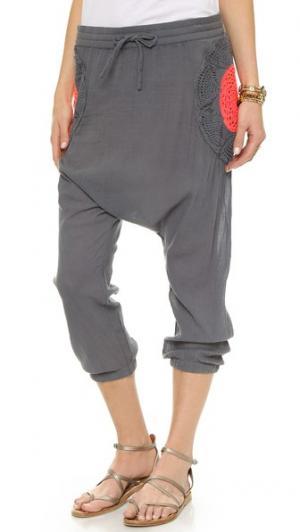 Ажурные брюки в восточном стиле Surf Bazaar. Цвет: натуральный/флора